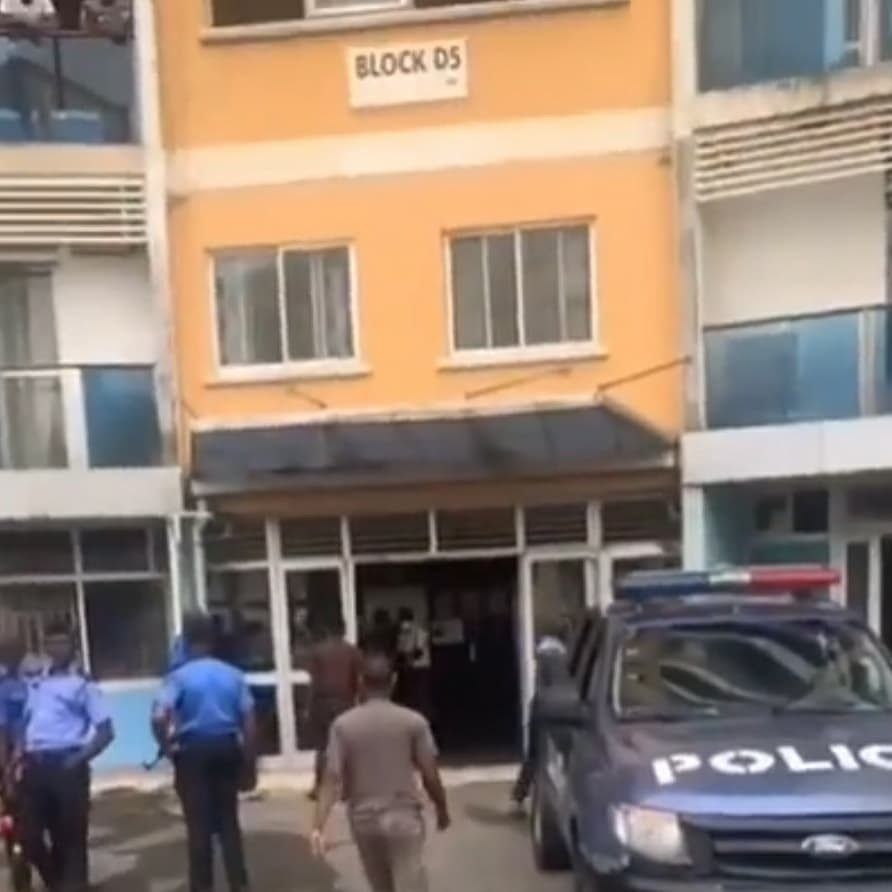 Man reportedly jumps to his death after EFCC stormed 1004 Estate Lagos to effect some arrests (photos/Video)