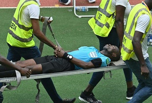 Moment referee collapses on the pitch during Africa Cup of Nations qualifier between Ivory Coast and Ethiopia (video)